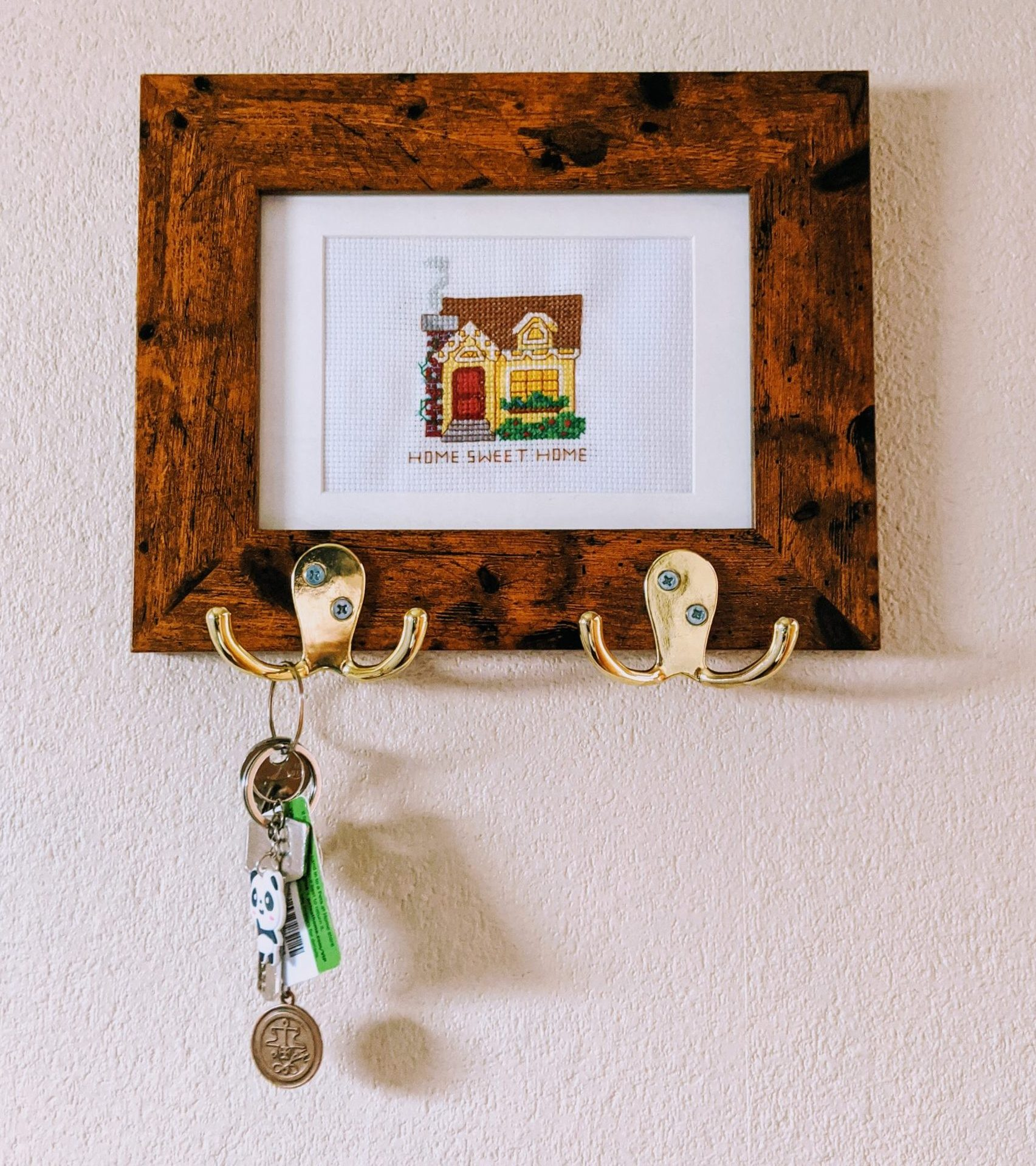 Quick & Easy DIY Key Holder (Using A Picture Frame!)