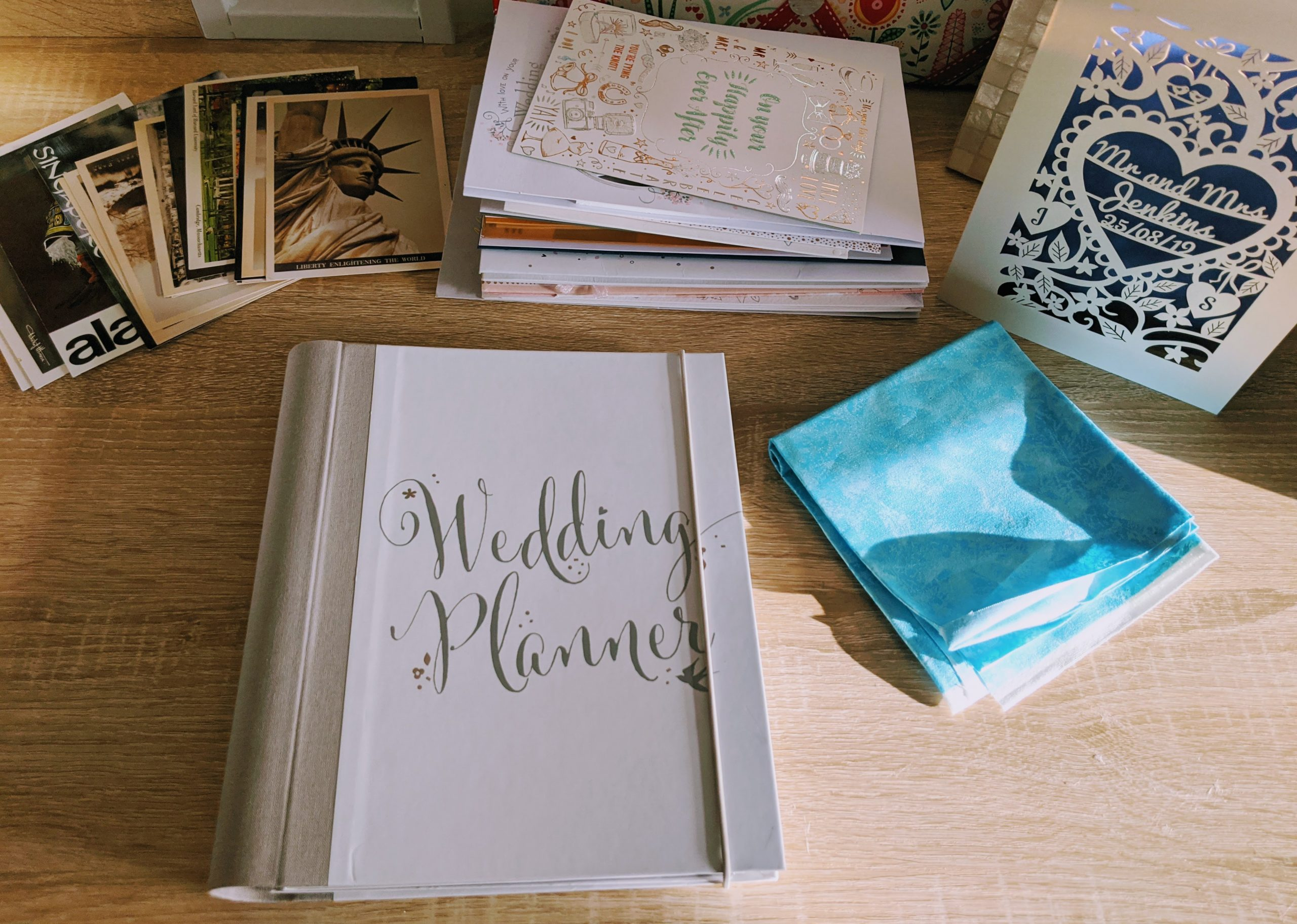 Turning our old wedding planner into a DIY wedding card keepsake book