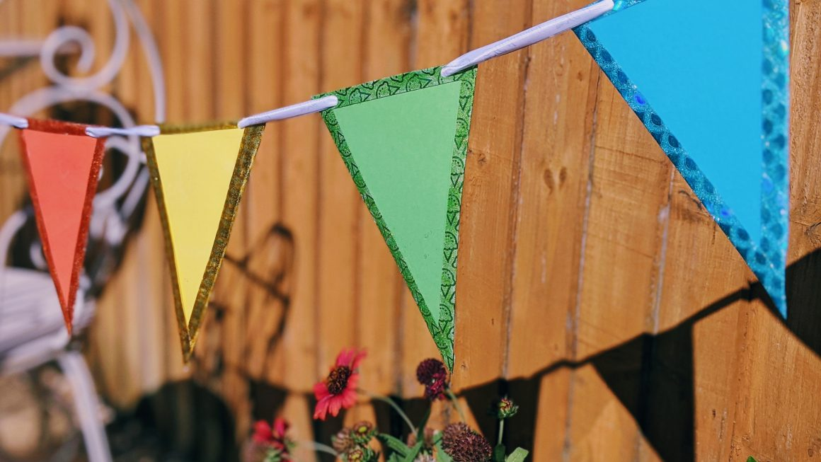 DIY Outdoor Bunting | No Sew, Cheap & Waterproof