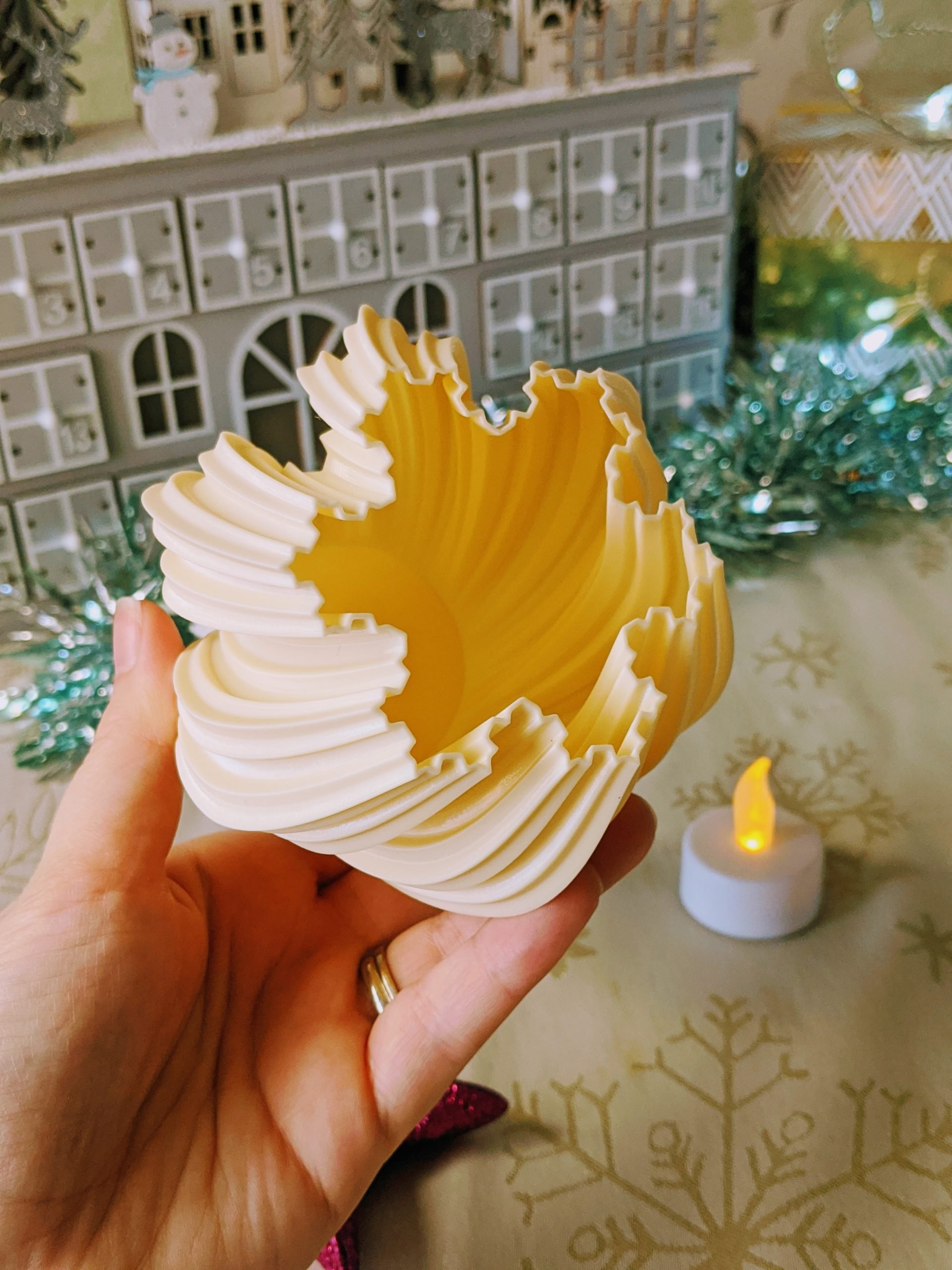 3D printed snowflake plinth for our pom pom snowman ornament