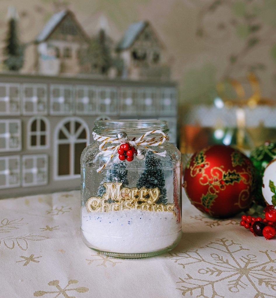 Easy mason jar Christmas ornament DIY