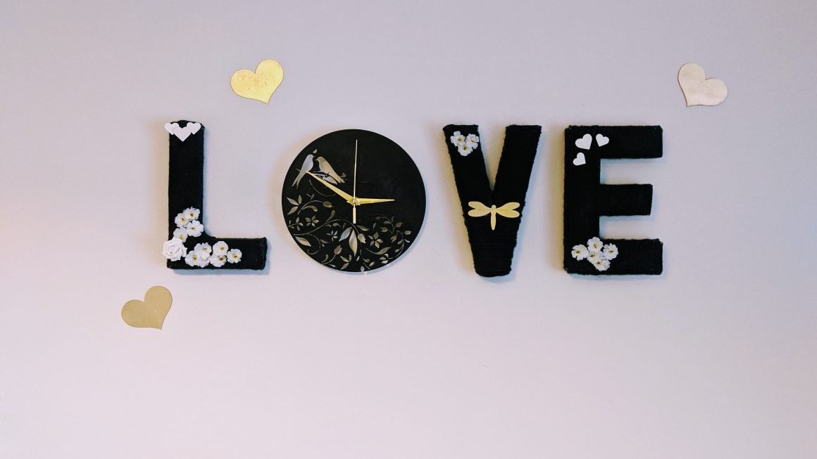 DIY Yarn Wrapped Love Letters Clock