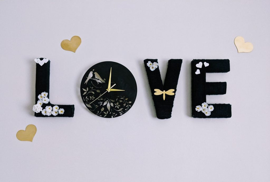 Finish DIY yarn wrapped letters turned into a clock