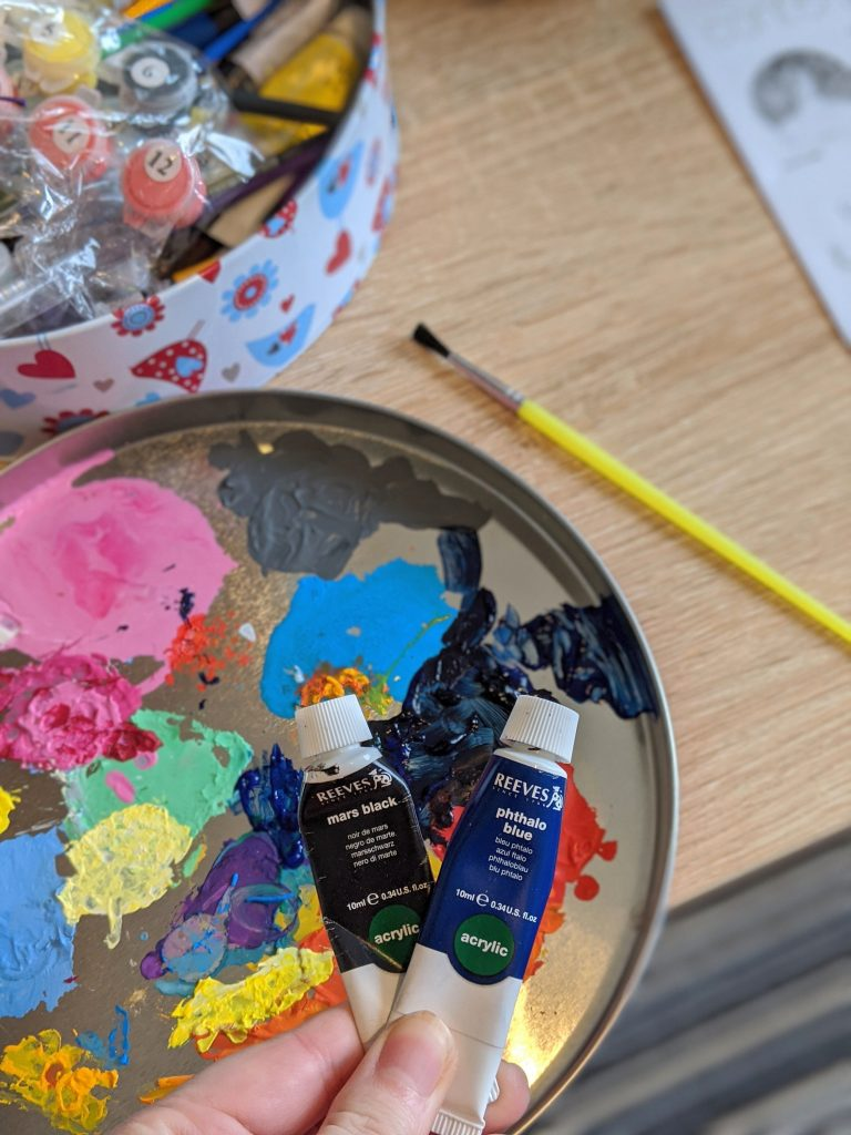 Mixing paints to get navy